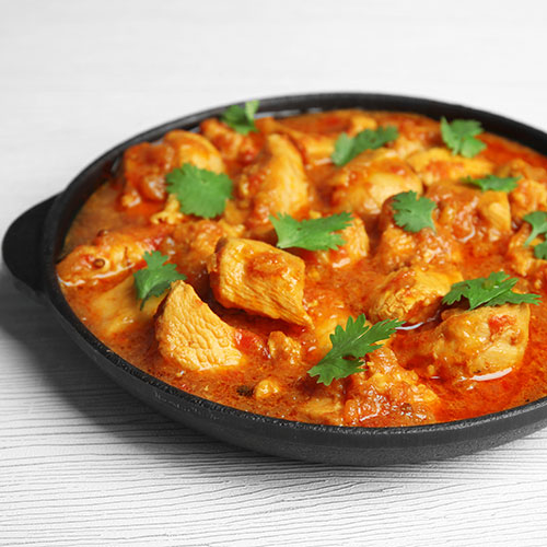 רוטב הודי מסורתי מוכן להכנת תבשיל מדרס צ'יקן. להשיג בחנויות מהרג'ה.