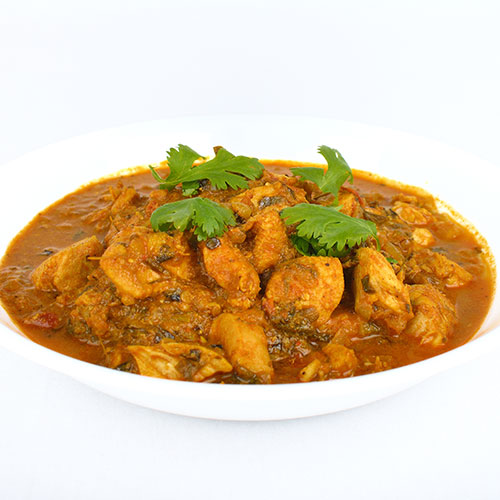 רוטב הודי מסורתי מוכן להכנת תבשיל צ'יקן טיקה. להשיג בחנויות מהרג'ה.